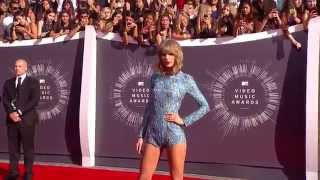 Taylor Swift 2014 MTV VMA Red Carpet Hairstyle & Fashion