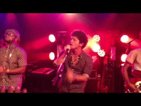 Bruno Mars - Moonshine Live Paris