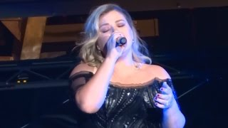 "Kelly Clarkson - ""Piece By Piece"" and ""Because of You/Breakaway"" (Live in San Diego 8-16-15)"