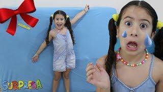 MARIA CLARA ABRINDO O MAIOR PRESENTE DO MUNDO! Opening the new toy kitchen