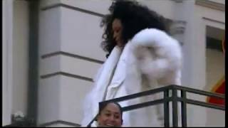 """DIANA ROSS- Macy's Thanksgiving Day Parade """"Wondeful Christmas Time"""""""