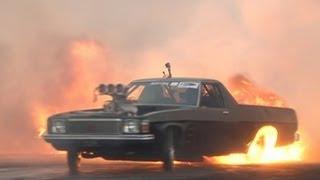 Смотреть онлайн Соревнования в прожиге шин на спортивных автомобилях