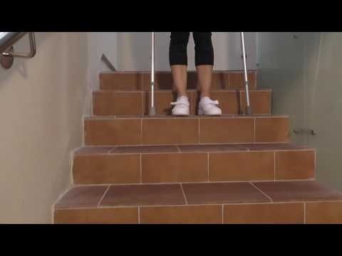 Subir y bajar escaleras con dos muletas 1/32