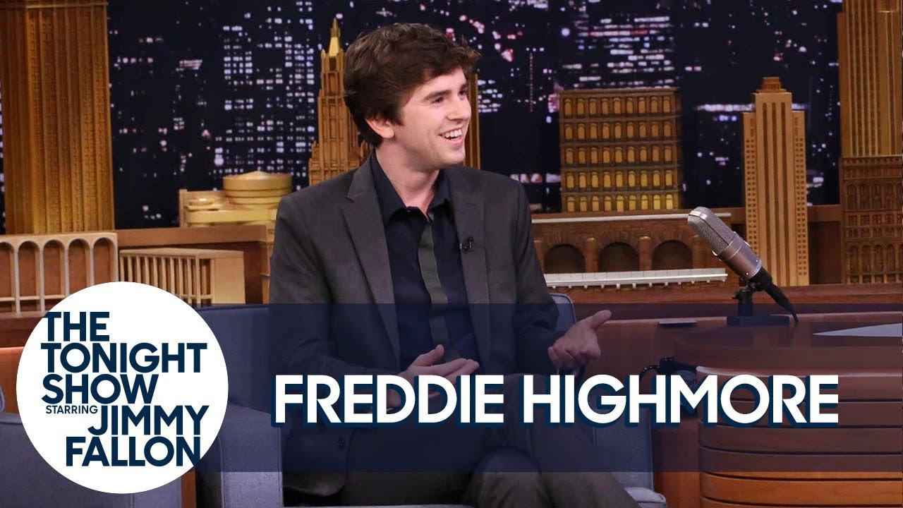 Freddie Highmore Chased an NBC Universal Studio Tour Dressed as Norman Bates thumbnail