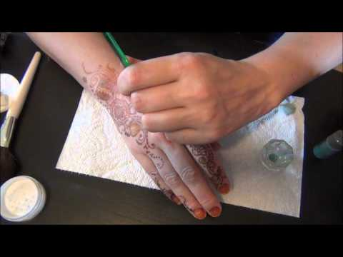 add shimmer and glitter to mature mehndi design by blurberry buzz body art