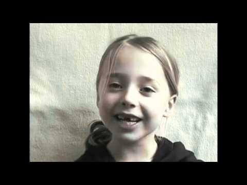 女の子の0歳から12歳までの成長を2分45秒に圧縮した微速度撮影映像