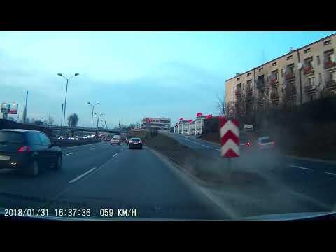 Летчик на BMW вытолкнул Subaru на обочину
