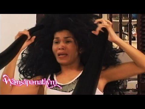 Isang bitamina idinagdag sa isang shampoo para sa buhok pananauli