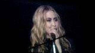 Anouk - Make it rain @ Gelredome 28-03-2008
