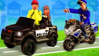 Kinder spielen mit Polizeiauto & Motorrad | Geschichten mit Spielzeugen