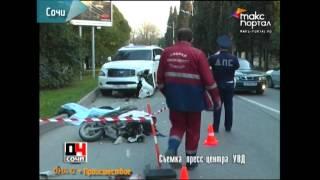 В Сочи мопед врезался в джип, водитель мопеда погиб