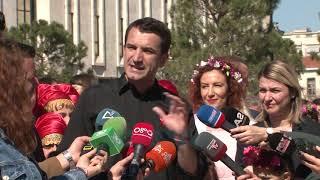Bojë Ndaj Kryebashkiakut Veliaj, Policia Shoqëron Dy Të Rinj - News, Lajme - Vizion Plus
