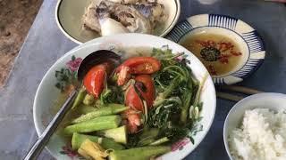 CƠM TRƯA VỚI CANH CHUA CÁ HÚ NGOÀI VƯỜN | 7 Thuận #39