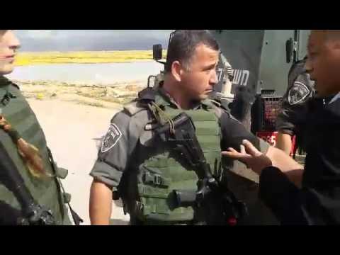 قوات الاحتلال تمنع المصور الصحفي عادل ابو نعمه من تصوير عملية تجريف مزرعه في اريحا