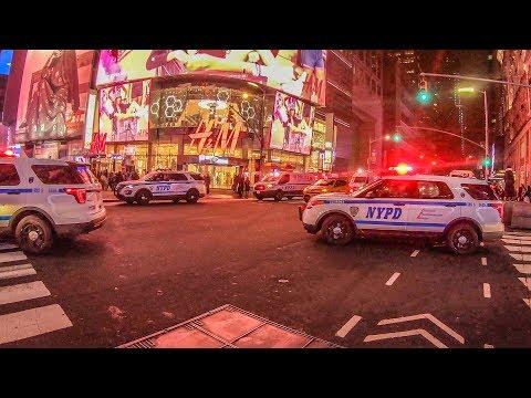 , title : 'Беспорядки в центре Нью Йорка. Еда. Современное искусство.'