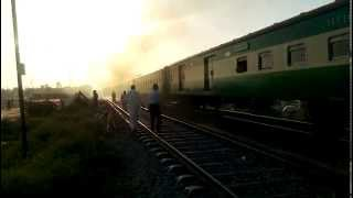 preview picture of video 'Pakistan Railways: Islamabad Express'