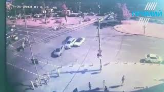Відео ДТП біля ТЦ Gulliver: аварія біля Гулівера 31.07.18