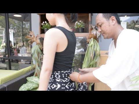 Video Dewi Fashion Knights 2015: Tutorial Memakai Kain Rok ala Lulu Lutfi Labibi