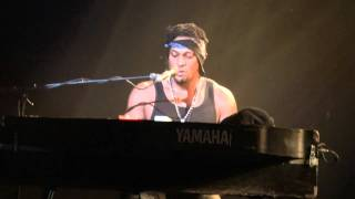 D'Angelo - Higher (Live @ Zénith Paris) [2012-01-29]