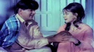 Mehmood Falls In Love With Farida Jalal | Paras | Comedy Scene 13/17