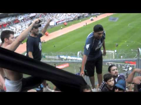 """LA GENTE LEPROSA vs River ( Entran los Caudillos del Parque)"" Barra: Los Caudillos del Parque • Club: Independiente Rivadavia"