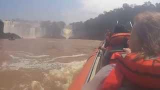 preview picture of video 'Foz do Iguaçu - Passeio de barco nas cataratas (GRAN AVENTURA)'
