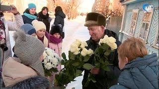 Ученики 37-й школы собирают подарки и поздравляют ветеранов