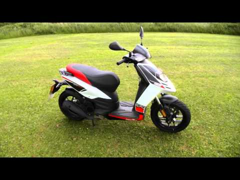 Aprilia SR Motard 125 2013 1 owner 960 miles for sale1