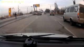Смотреть онлайн Страшная месть на дороге привела к столкновению