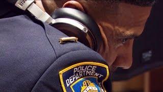 Как полицейский диджеем работает