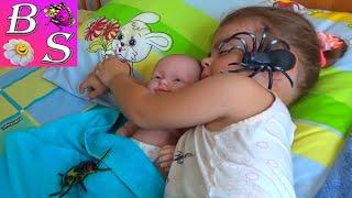 Нападение пауков Куклу Беби Борн И Настю укусил паук Мультик с куклами Spider attack Baby Born doll