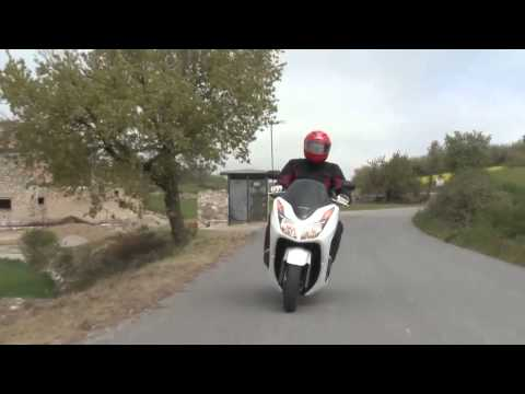 First ride Honda NSS300 Forza - RiDE Magazine