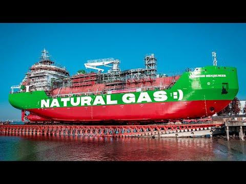 Gazprom tanker za snabdijevanje teretnih i putničkih plovila tečnim prirodnim gasom