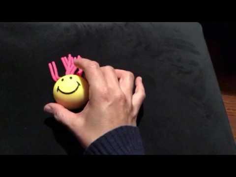 Das Gerät für die Behandlung des Kernes auf dem Daumen