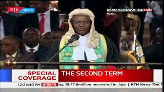 CJ Maraga introduces President-elect Uhuru Kenyatta to the crowd