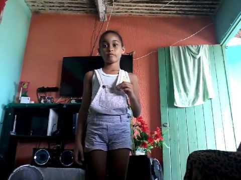 menina de 9 anos dançando