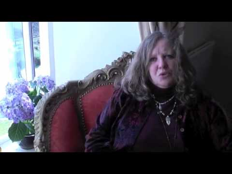 Week-Long free Tarot course with Psychic Annie