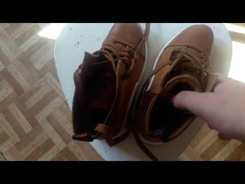 В гостях у мамы. Джесси соскучилась. Была на тренировке. Новые ботинки. И без подарков не поедем:)