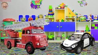 Пожарная машина Огнебор и Полицейская машина Полис смотрят мультфильм — Пожарная Машинка