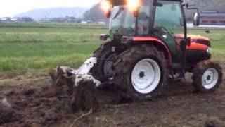 プラソイラーで耕盤を切る