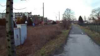 preview picture of video 'EN57 Kolei Sląskich przed przejazdem Skoczów Górecka.'
