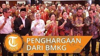 Megawati Terima Penghargaan dari BMKG sebagai Tokoh Pelopor Penguatan dan Modernisasi
