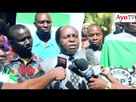 Mchungaji Mtikila na watu wake wa DP walivyofika Ofisi za NEC kuchukua Fomu ya kugombea Urais 2015