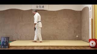 Ushiro-Ukemi (Rückwärtsrolle) kniend