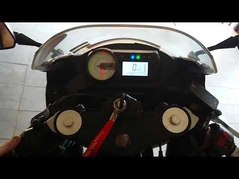 Ligando a moto Kasinski Comet GT 250 R