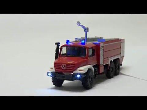 Feuerwehr mit 2 LED Rundumlicht Modell Feuerwehrzug mit Drehleiter