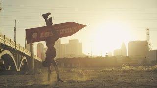 Смотреть онлайн Уличная реклама песни Lose Yourself To Dance