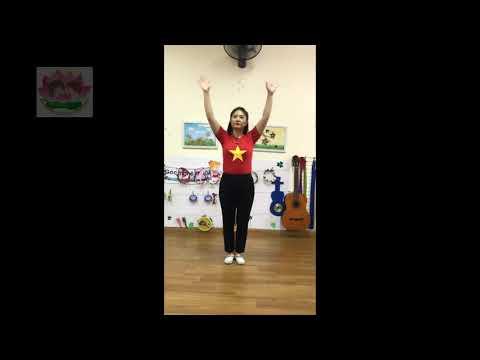 """Cô giáo Nguyễn Hoàng Lan dạy nhảy """"Việt Nam ơi đánh bay Covid"""""""