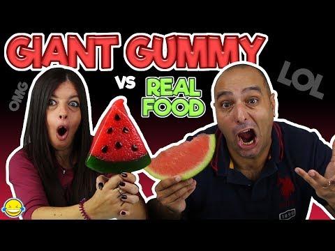Real Food VS Gummy Food! Gross Giant Candy Challenge! Gominolas gigantes vs comida real