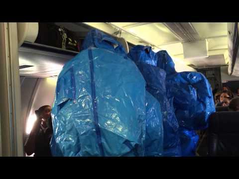 hqdefault - Esto es lo que pasa por hacerte el gracioso en un avion...